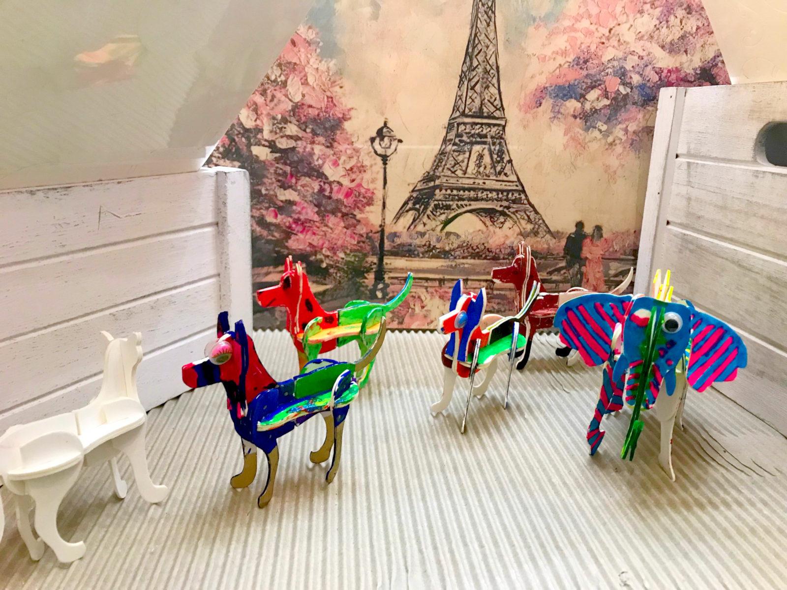 Děti na stánku v CČM zkoušejí nové 3D omalovánky!